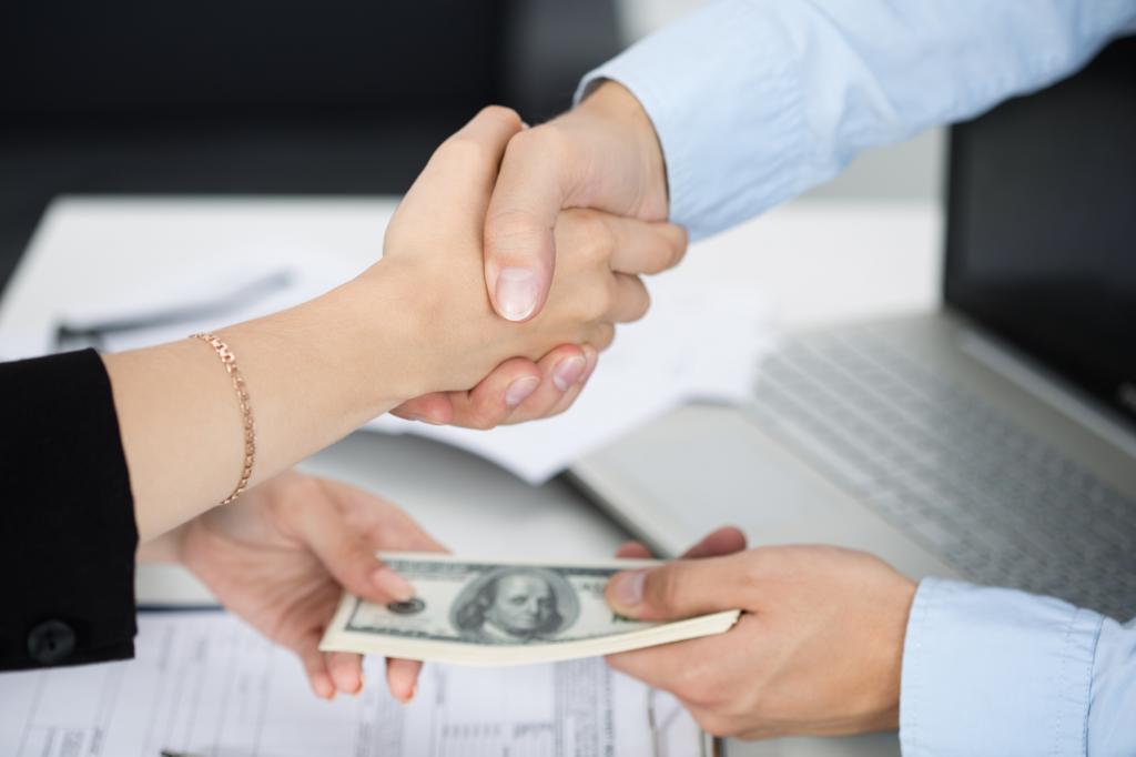 беспроцентный займ бывшему сотруднику